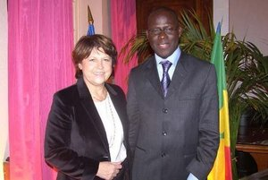 Poignée de mains entre Bamba Dièye et Martine Aubry