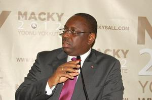 Macky Sall à Banjul, dimanche, et à Paris, mercredi