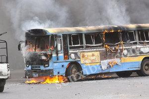 [Vidéo] Affaire Cheikh Béthio Thioune :  les Thiantakounes ont brûlés 5 bus tata
