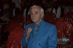 Direct : Charles Aznavour sur la Place Faidherbe de Saint-Louis
