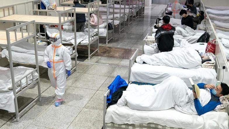 Dans les hôpitaux de Wuhan, de plus en plus de lits sont occupés par les médecins et infirmiers contaminés par leurs patients. China Daily via REUTERS