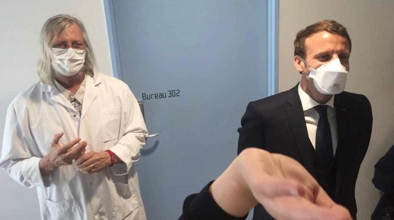 """Covid-19 : pour Emmanuel Macron, la bithérapie proposée par Didier Raoult doit être """"testée"""""""