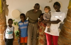 Saint-Louis: Abdou Guité réfectionne quelques salles de classe et paie des cours de renforcement pour les jeunes.