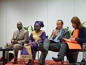 Mme AIda Mbaye et M.Demba Niang DG de l'ADC en compagnie d'élus Lillois.