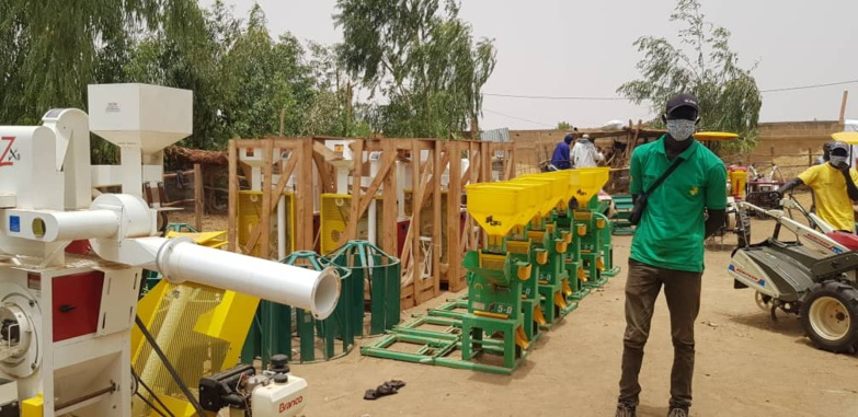 Direct – Matam : Moussa BADLÉ remet du matériel d'irrigation et des instrants aux producteurs (photos)