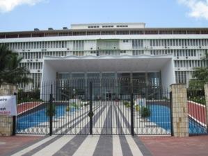 Le carburant coule à flot à l'Assemblée nationale: du carburant offert ou vendu par des députés dépourvus encore de véhicule