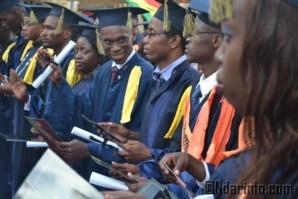 Photo d'archives de jeunes diplômés lors de la cérémonie de graduation de l'ISM Saint-Louis.