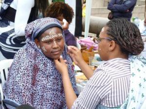 Santé: Trop de maquillage provoque un ménopause précoce.