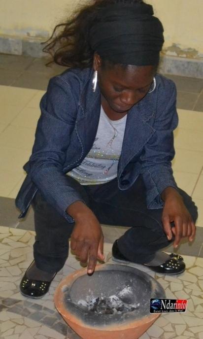 Notre consoeur Aida Coumba Diop, de Wal Quotidien, en action ...