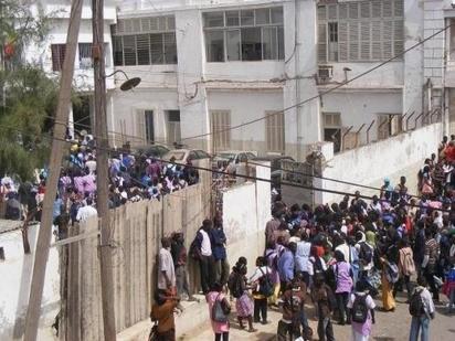 Lycée de Rao: les élèves décrètent une grève de 72 heures pour dénoncer le manque de professeur  et de salles de classe.