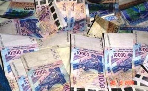 """Affaire des """"2 milliards en faux billets"""" : les suspects passent aux aveux"""