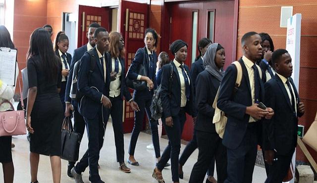 Prolifération des écoles privées : le ministre de l'Emploi interpellé
