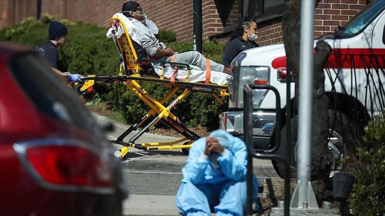 Près de 2.600 morts et 235.000 contaminations en 24h aux États-Unis