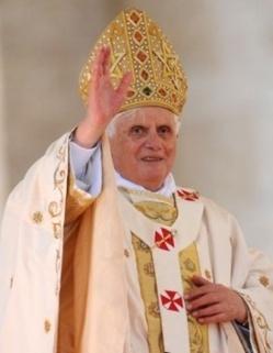 Les cardinaux entament le processus de succession de Benoît XVI.