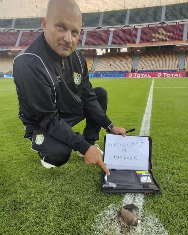 Le coach du Zimbabwe, le Croate Zdravko Logarusic, a découvert au centre du stade Ahmadou Ahidjo de Yaoundé, une chauve-souris morte.