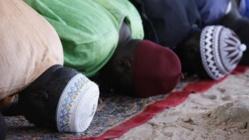 Prière du vendredi à Abene, au Sénégal, le 23 mai 2010. (PHILIPPE LISSAC / GODONG / PHOTONONSTOP / AFP)
