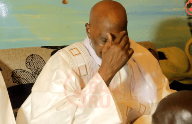 Devant se rendre à Versailles et Doha - Macron bloque Abdoulaye Wade à Dakar