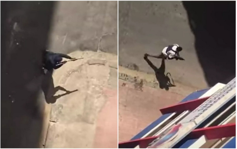 À gauche, un homme en veste bleue tient un fusil à pompe et, à droite, un autre en t-shirt blanc tient un fusil d'assaut court. Ce modèle de type HK-G36 ne peut tirer que des munitions réelles. © France 24/Facebook