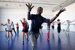 Le saint-louisien Ciré Bèye dans ses cours de danse.