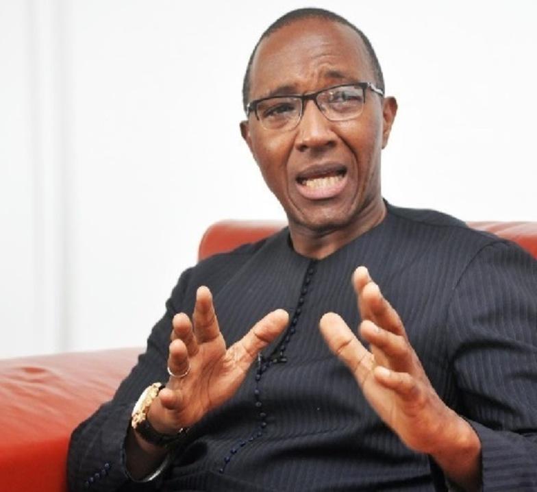 """Abdoul Mbaye: """"Un gouvernement responsable doit suspendre les vaccins Astrazeneca"""""""
