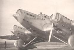 1933 : l'Arc-en-ciel prenanait son envol à Saint-Louis pour poser à Francazal.