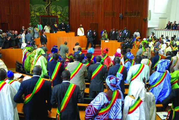 Report des élections : les députés adoptent le projer de loi