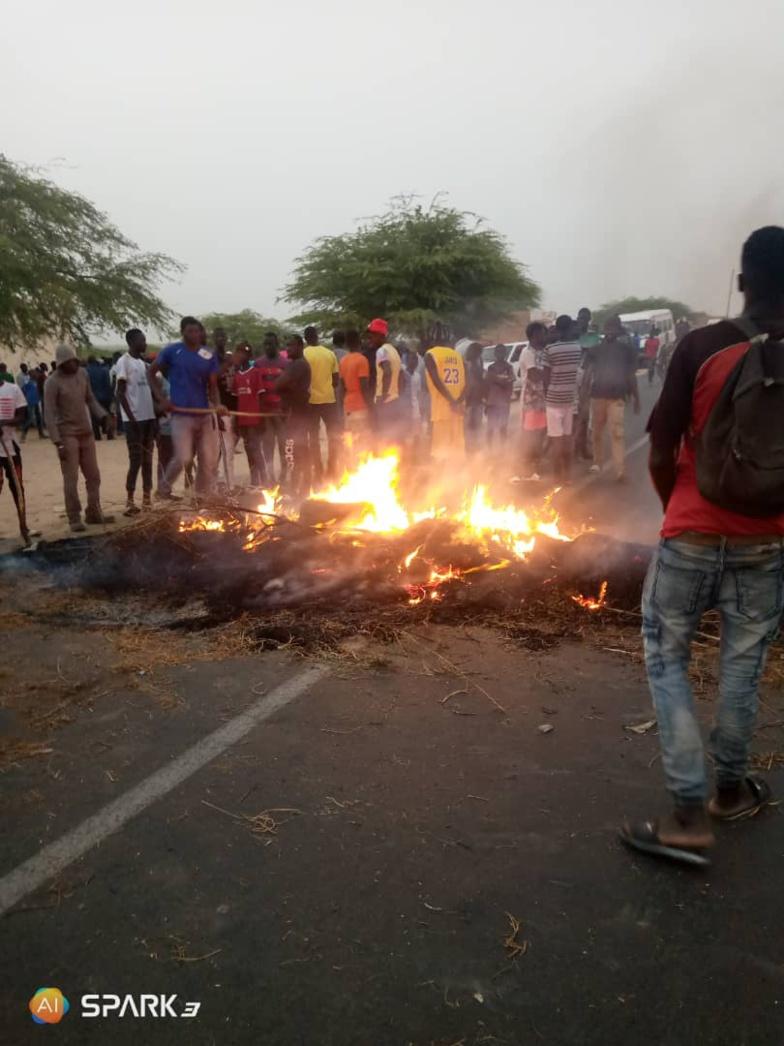 - Direct - Accident mortel à Bari Diam : les populations bloquent la RN2 (vidéo-Photos)