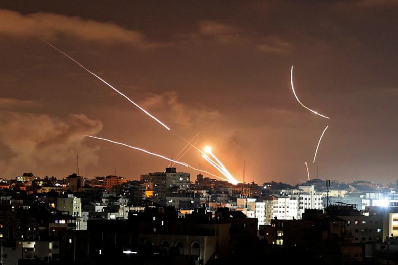 L'armée israélienne bombarde l'immeuble des médias Al-Jazira et Associated Press