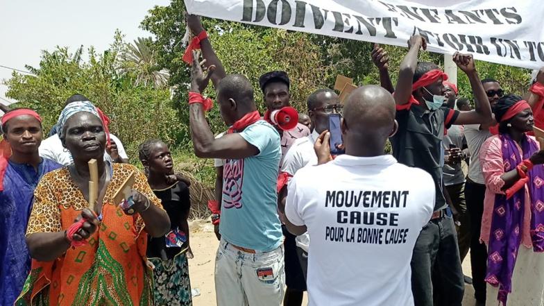 Visite de Macky SALL à Saint-Louis : Brassards rouges au croisement de BANGO (vidéo)