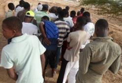 Boudiouck : Marche des jeunes contre l'aménagement de leur terrain de foot.