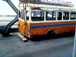 INSOLITE: En pleine circulation sur le pont Faidherbe, le car perd ses roues (Photo)