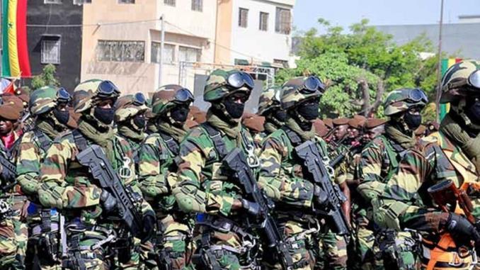 Le Sénégal s'apprête à envoyer des centaines de soldats en Gambie