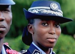 La saint-louisienne Safietou Mbaye, meilleure élève et major de la 39e promotion de l'école nationale de police.