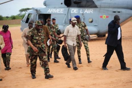 """Pénurie d'eau à Dakar: Macky Sall en """"militaire"""" à Keur Massar (Photos)."""