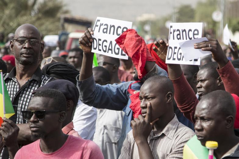 Mali : manifestation en faveur des militaires et contre les pressions étrangères