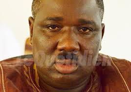 Guérilla urbaine à Matam : Farba Ngom, le griot de Macky Sall dégaine un pistolet
