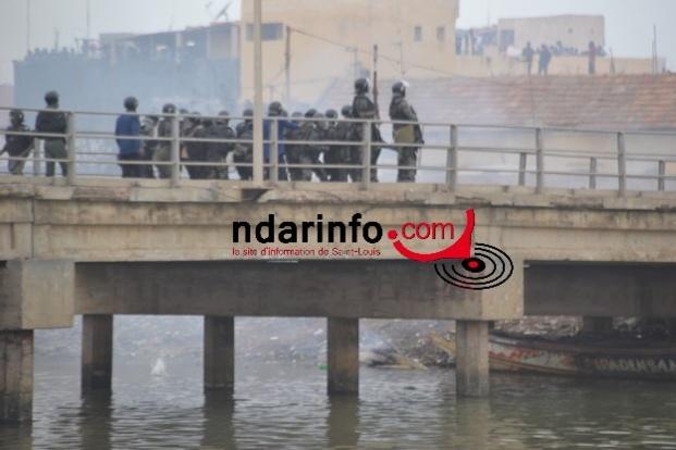 Direct Guet Ndar : les policiers repoussés par les manifestants (Vidéo)