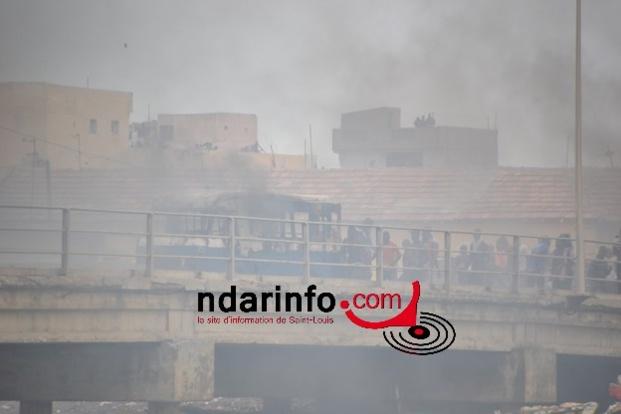 (Photos) Soulèvement des pêcheurs : un car brûlé, un policier gravement blessé.
