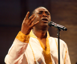 """Youssou Ndour: """"les occidentaux doivent arrêter de vouloir nous imposer l'homosexualité"""""""