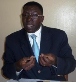"""Pr Malick Ndiaye: """"les hommes politiques sont en train de troubler l'ordre de la République"""""""