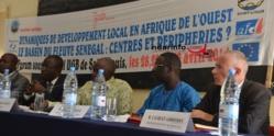 Le bassin du fleuve Sénégal : centre et périphérie de recherches au service du développement.