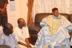 """Wade """"oublie"""" son fils et reçoit tous azimuts : Ndèye Khady Guèye et députés de l'opposition au menu..."""