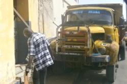 URGENT : une fille violemment heurtée par un camion dans l'île.