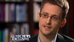Snowden revend les droits de son livre à Oliver Stone