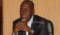 Cheikh Bamba Dièye, démissionnaire de son ministère, part finalement aujourd'hui