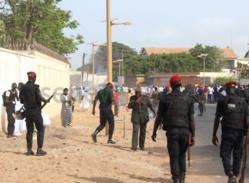 Tirs de grenades lacrymogènes au procès de Karim Wade (photos)