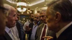 """Israéliens et Palestiniens reprennent des négociations """"épuisantes"""" au Caire"""