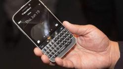 BlackBerry lance un nouveau téléphone, écran carré
