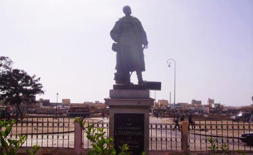 La statut de l'ancien gouverneur de l'Afrique occidentale française, Louis Faidherbe, à Saint-Louis. Photo Fatou Kiné Sène