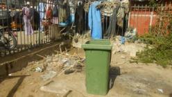 ECOLE KHAYAR MBENGUE (ex Avenue De Gaulle): Les murs transformés en urinoir et en dépotoir d'ordures.